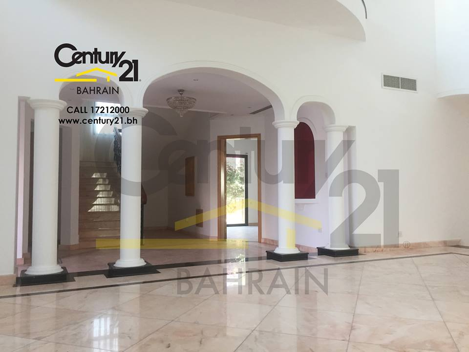 JANABIYAH : SEMI FURNISHED 4 BEDROOM VILLA FOR RENT