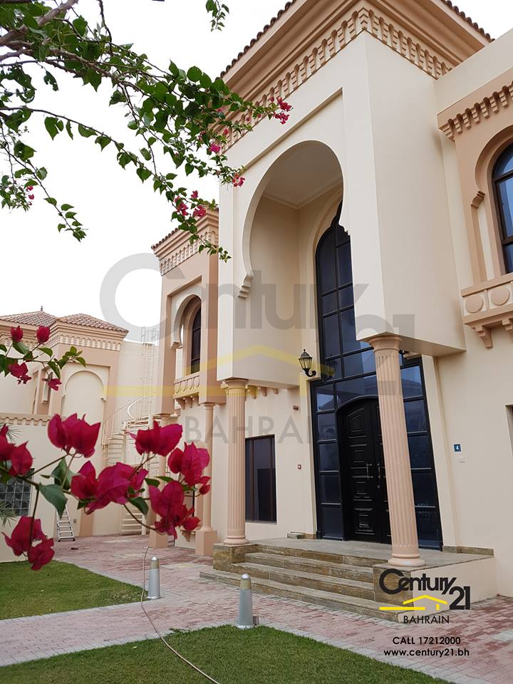 LUXURY 5 BEDROOM SEMI FURNISHED VILLA IN HAMALA FOR BD 2,000 INCLUSIVE! VR693