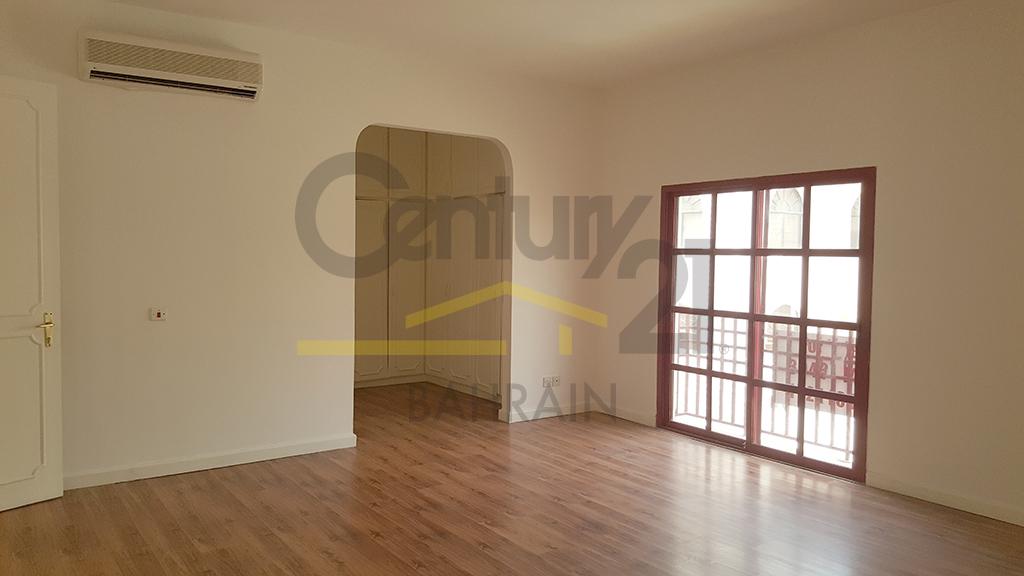 3 bedroom semi furnished villa for rent in Mahooz