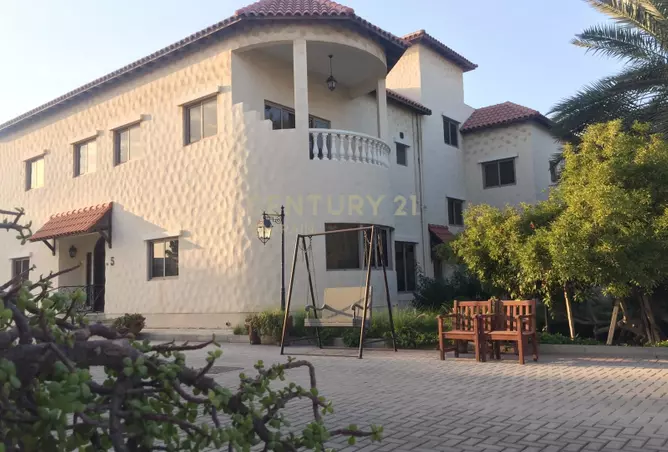 Semi furnished 5 bedroom villas